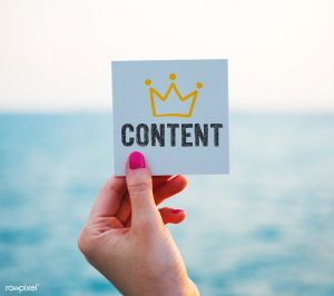 Hand met papier: content is king